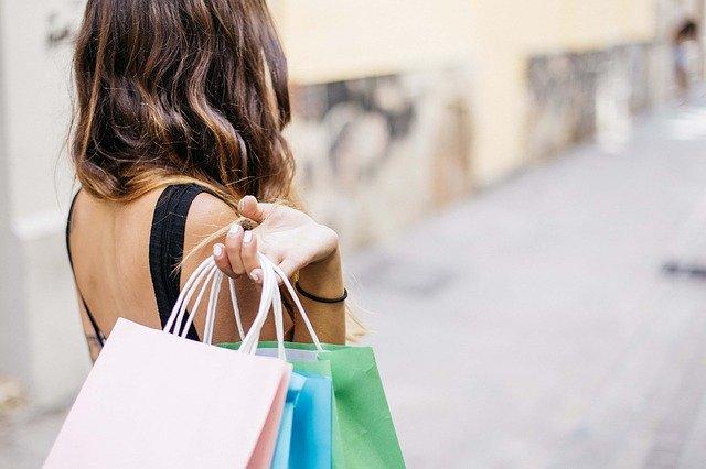 Comment faire faire du shopping sans trop dépenser ?
